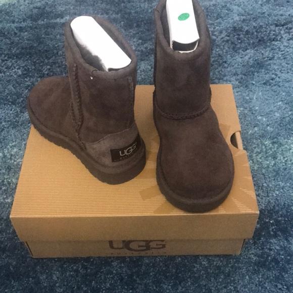 5ebf9de32bb Classic Ugg Australia boots for girls size T8